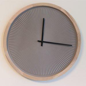 שעון קיר היי טק בהי