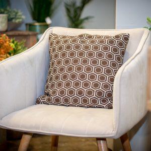 כרית לסלון בצבע חום