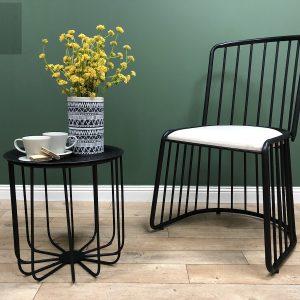כיסא מתכתי בעיצוב מיוחד