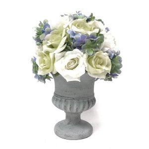 אגרטל עם פרחים מלאכותיים