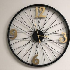 שעון מתכת מיתרים