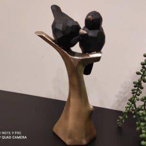 זוג ציפורים שחורות על ענף זהב 24