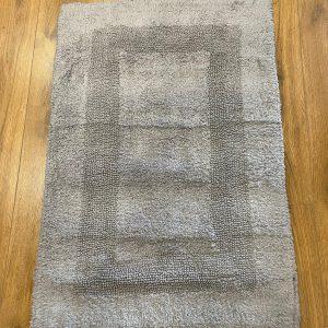 שטיח אמבטיה בגוון אפור