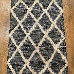 שטיח בגוון שחור   BOB